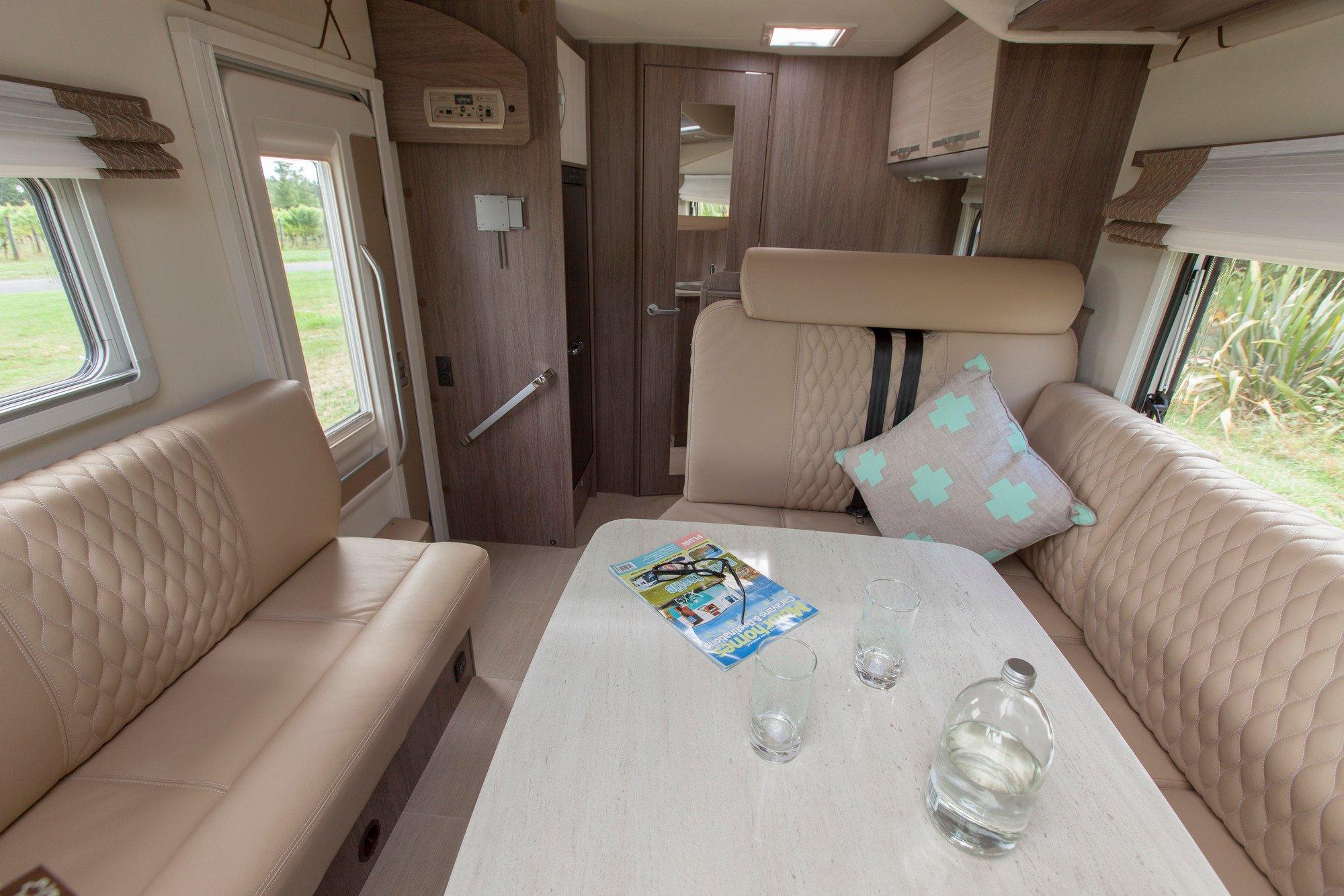 SmartRV-Burstner-Lyseo-IT590-lounge