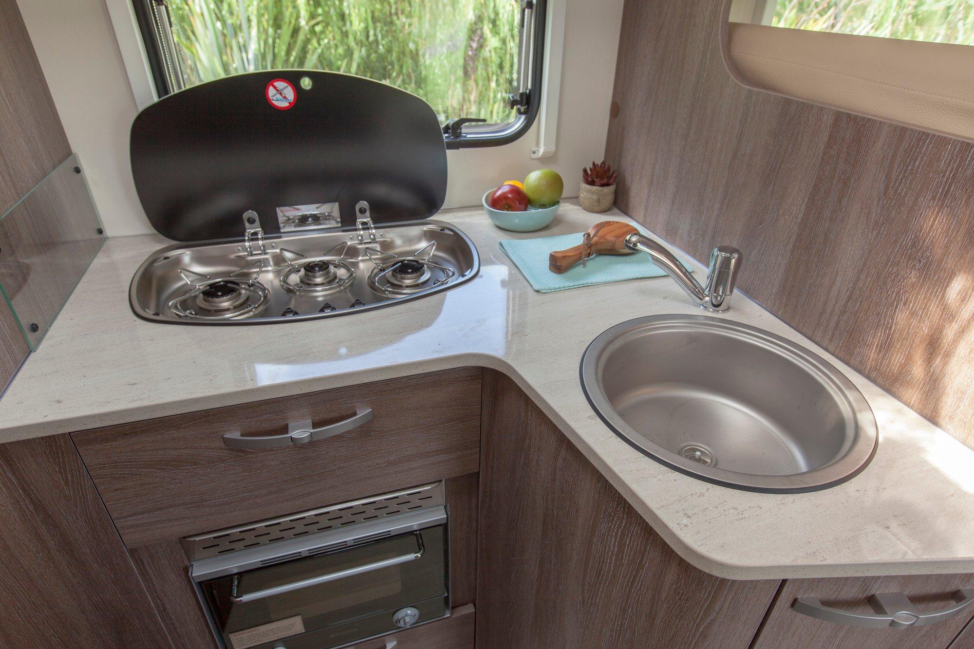 SmartRV-Burstner-Lyseo-IT590-kitchen